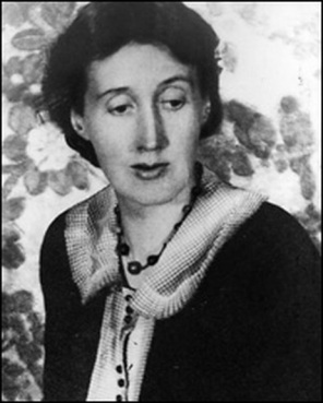Woolf around the time she wrote her essay on reading.